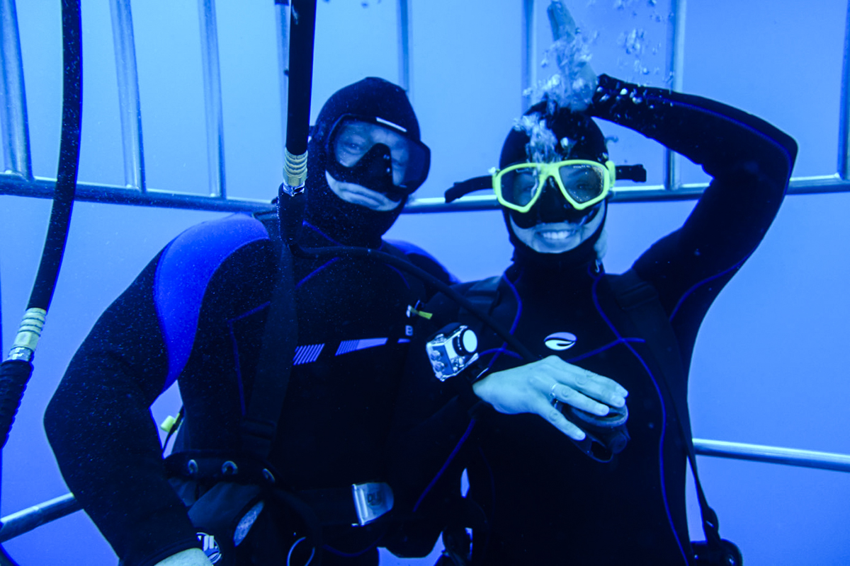 Guests take a great underwater selfie!