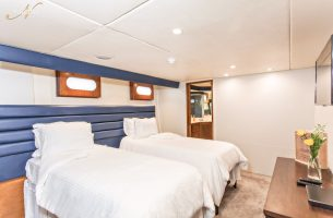 Emerald premium suite aboard the Gallant Lady